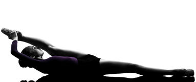 Étirage de danseur de ballet de ballerine de jeune femme Image stock