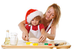 étirage de la pâte de biscuit de Noël photo stock
