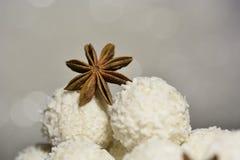 Étoile d'anis avec du chocolat blanc Images stock