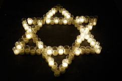 Étoile de David faite avec des bougies Photographie stock libre de droits