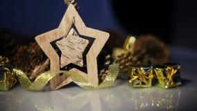 Étoile de jouet et décor en bois de Noël clips vidéos