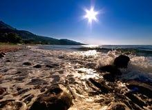 Étoile de Sun au-dessus de la mer Photographie stock libre de droits
