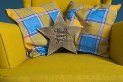 Étoile en bois avec une inscription Images stock