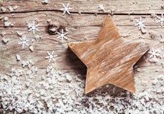 Étoile en bois rustique faite main de Noël photographie stock libre de droits