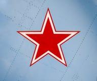 étoile rouge Cinq-aiguë sur la peau d'aile d'un combattant militaire Photos libres de droits