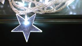 Étoile rougeoyante de Noël banque de vidéos