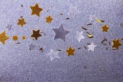 Étoiles argentées et d'or de Noël Image stock