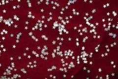 Étoiles argentées et velours pourpré Photos libres de droits