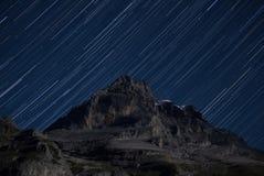 Étoiles au-dessus de la montagne d'Eiger Photo stock