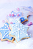 Étoiles bleues de biscuits de Noël Images libres de droits