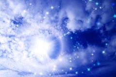 Étoiles ci-dessous que des nuages Images stock