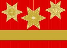 Étoiles d'or avec différents modèles sur le rouge barrés Photographie stock