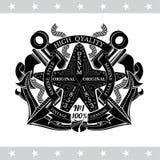 Étoiles de mer au centre des ancres croisées entre les cordes et les drapeaux Label marin de cru illustration libre de droits