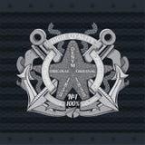 Étoiles de mer au centre des ancres croisées entre les cordes et les drapeaux Label marin de cru sur le noir illustration stock