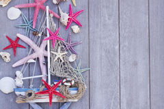 Étoiles de mer et bateau avec l'espace de copie Photo stock