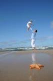Étoiles de mer et père avec le descendant Photographie stock