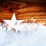 Étoiles de Noël dans la neige Photographie stock