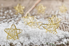 Étoiles de Noël dans la neige Images libres de droits