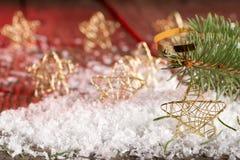 Étoiles de Noël dans la neige Image libre de droits