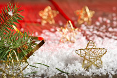 Étoiles de Noël dans la neige Images stock