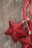 Étoiles de Noël sur un fond en bois Image stock