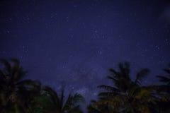 Étoiles en ciel de nuit Image libre de droits
