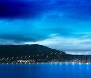 Étoiles filantes sur le fond de pont de nuit de la Norvège Photo libre de droits