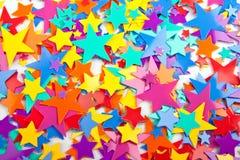 Étoiles multicolores de confettis Image libre de droits