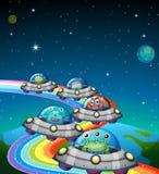 Étrangers volant dans l'UFO Image libre de droits