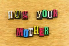 Étreignez votre amour de famille de mère Photos libres de droits