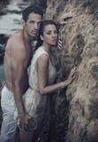 Étreindre affectueux de couples Images stock