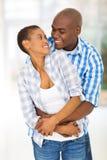 Étreindre africain de couples Images stock