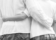 Étreindre asiatique de couples Photo libre de droits