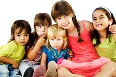 Étreindre d'enfants de groupe Images libres de droits