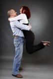 Étreindre de couples d'affaires Photos libres de droits