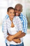 Étreindre de couples d'afro-américain Images stock