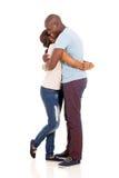 Étreindre de couples d'afro-américain Photos libres de droits