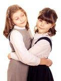 Étreindre de deux petites filles.   Images libres de droits
