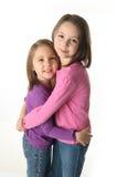 Étreindre de deux soeurs Photos libres de droits