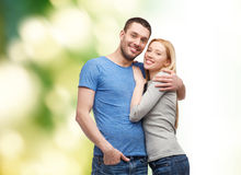 Étreindre de sourire de couples Photo libre de droits
