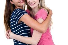 Étreindre femelle heureux d'amis Images libres de droits