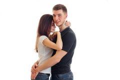 Étreindre hétérosexuel assez jeune de couples Photo libre de droits