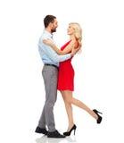 Étreindre heureux de couples Photo stock