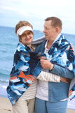 étreindre heureux de couples retiré Image libre de droits