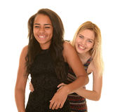 Étreindre les amies adolescentes photo libre de droits