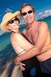 Étreindre mûr de couples photo libre de droits