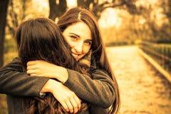 Étreinte amicale Image libre de droits