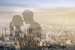 Étreinte asiatique de couples Photo stock