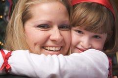 Étreinte de mère et d'enfant Photographie stock