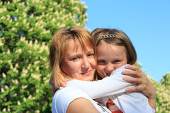 Étreinte de mère et de fille Photos libres de droits